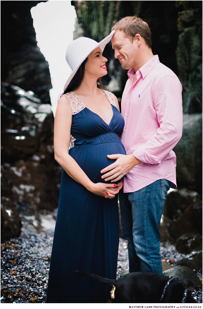 Sea-side maternity shoot
