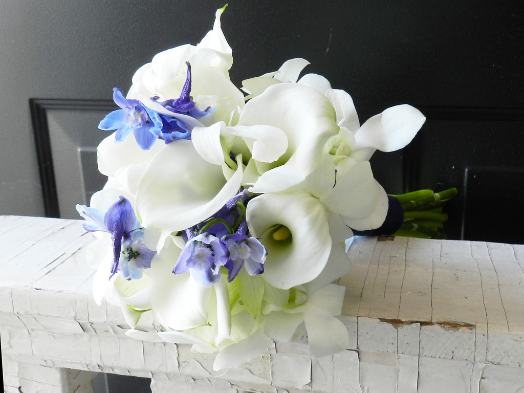 Blue and white wedding traditional bouquets white lilies flickr aimstudios blue and white wedding traditional bouquets white lilies white calla lilies aimstudios izmirmasajfo