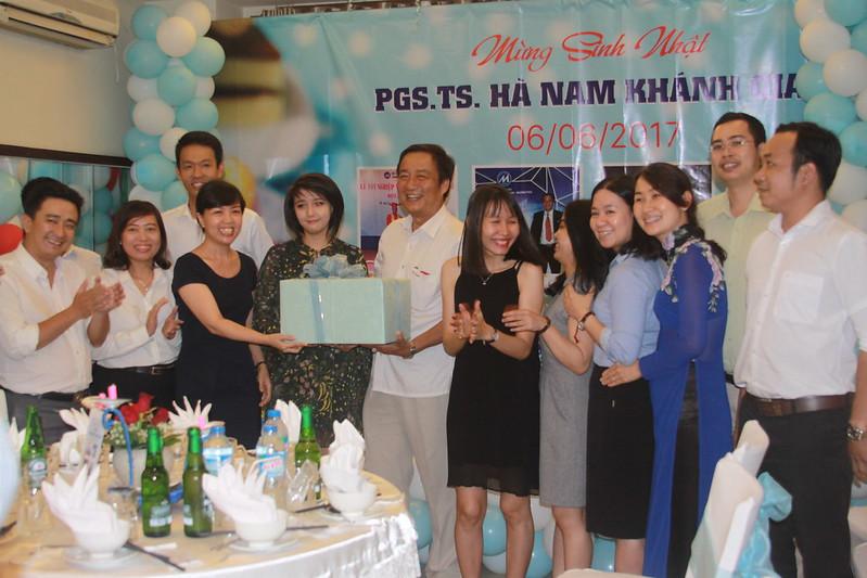 Ảnh Tiệc Chúc Mừng Sinh Nhật PGT.TS Hà Nam Khánh Giao