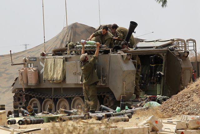 M113-Keshet-near-gaza-201407-hci-1