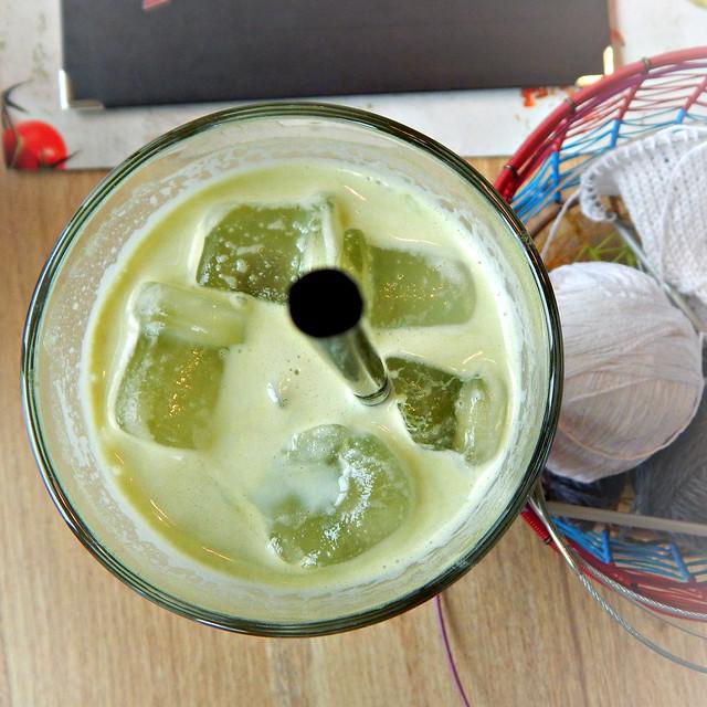 Зелёный латте и вязание | Green tea latte and knitting