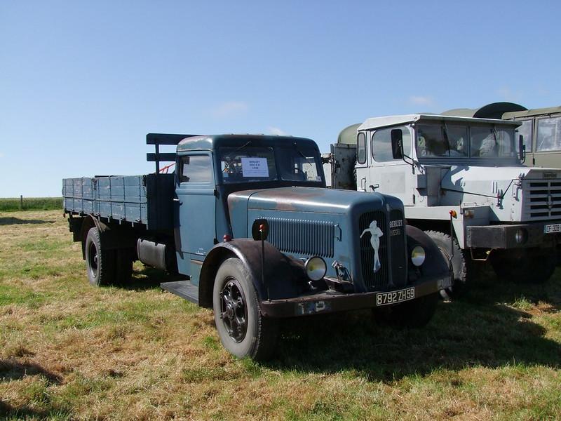 Rassemblement de camions anciens en Normandie 34706211264_e3d1b96c7a_c
