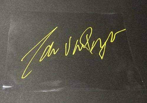 チーム・ダウナー・D&DQ・アーコンのヤン・ファン・プイフェルデ選手にサインを貰う