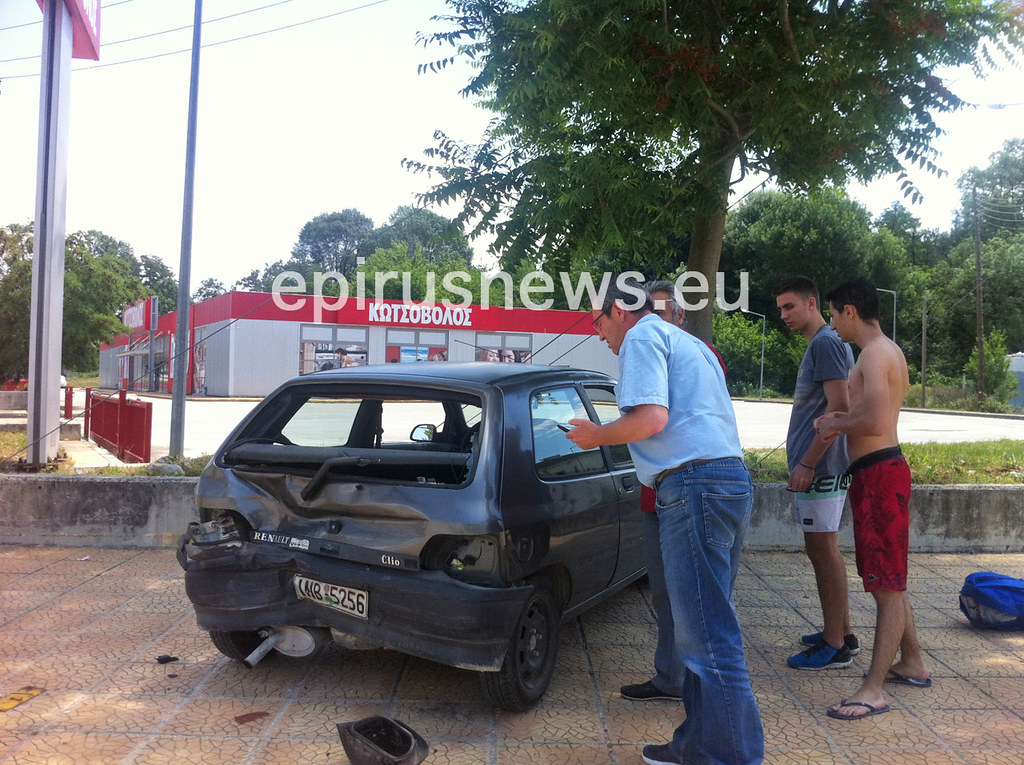 Ακόμα ένα τροχαίο ατύχημα με τραυματισμό στη Λ. Νιάρχου (φωτο)