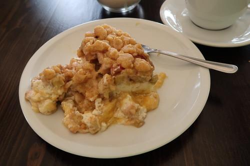 Rhabarberkuchen mit Vanillecreme und Streuseln (mein Stück)