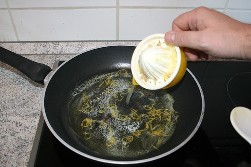 32 - Zitronensaft dazu gießen / Add lemon juice