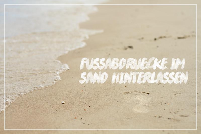 Fußabdrücke im Sand Ostsee Kurztrip