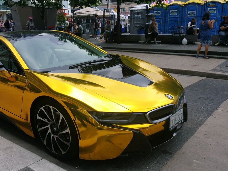 BMW i8 chrome gold
