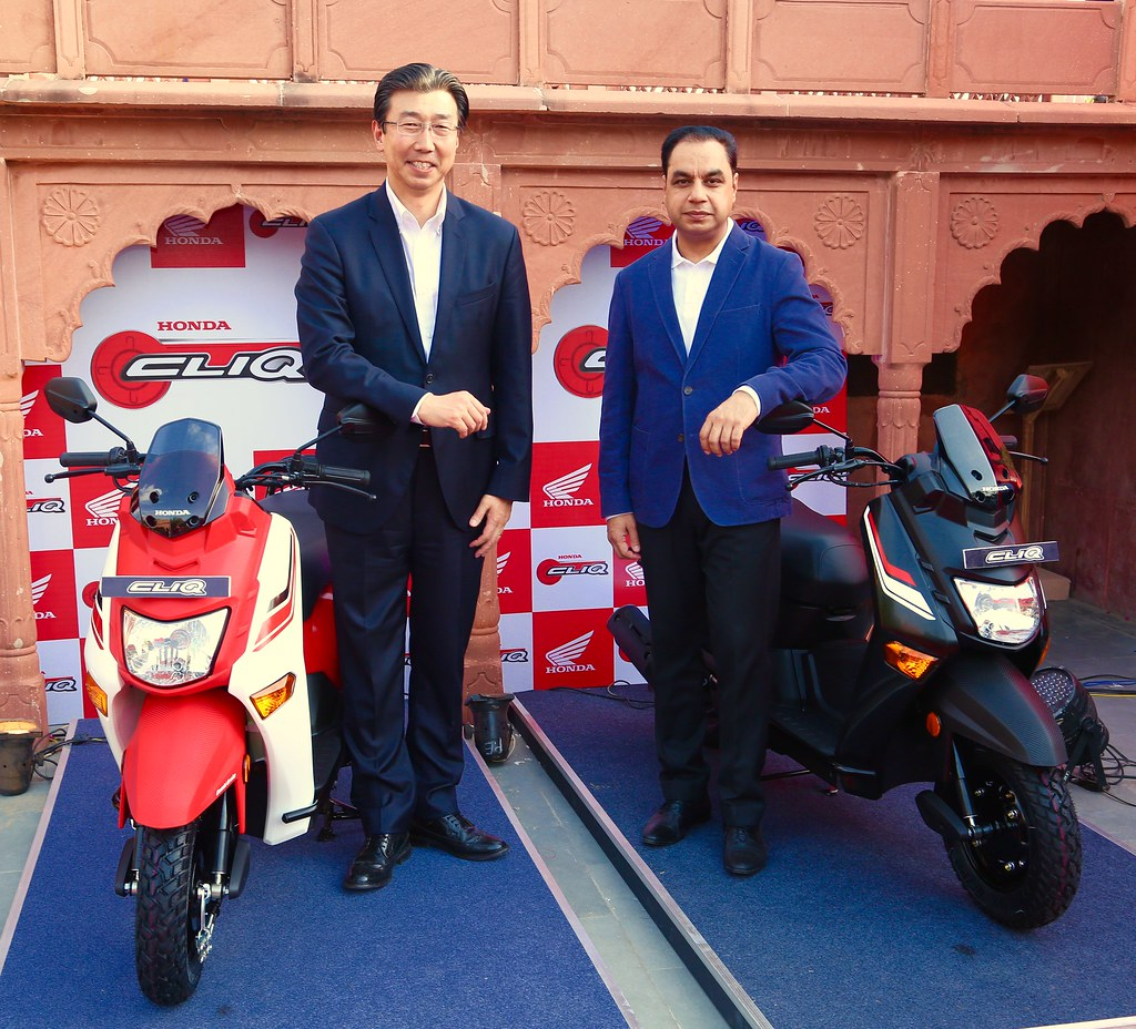 Minoru Kato, President & CEO, Honda 2Wheelers and Y.S. Guleria, Sr. Vice President, Sales & Marketing launches new 110cc two-wheeler CLIQ