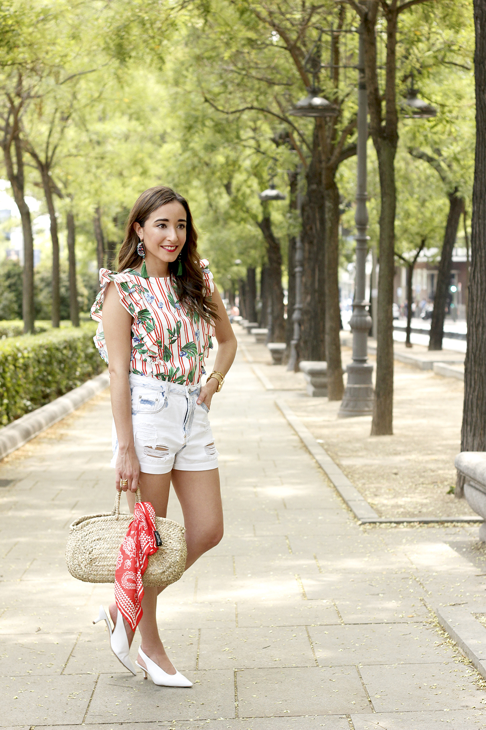 Top with stripes and ruffles midi heels ripped denim shorts summer outfit02