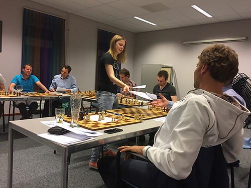 2017 training WGM Anne Haast voor Blerickse Schaak Vereniging