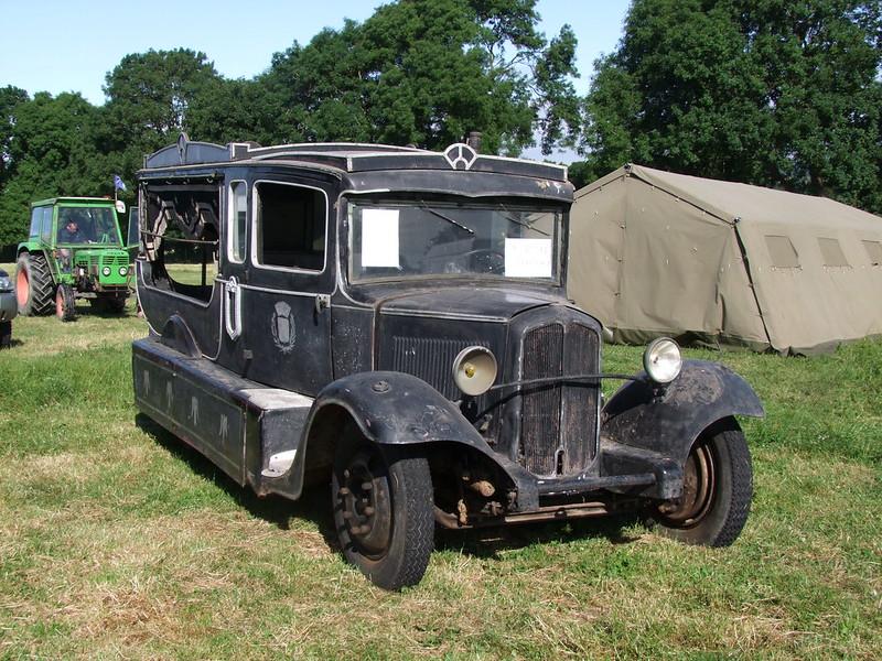 Rassemblement de camions anciens en Normandie 35400562331_086608daf8_c
