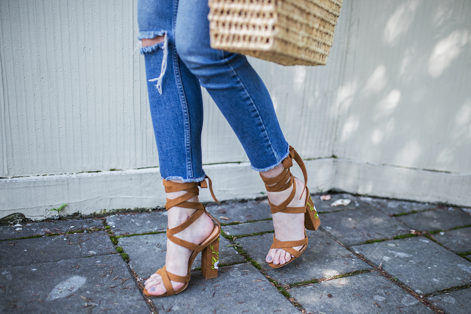 brown-suede-heels-outfit-street-style