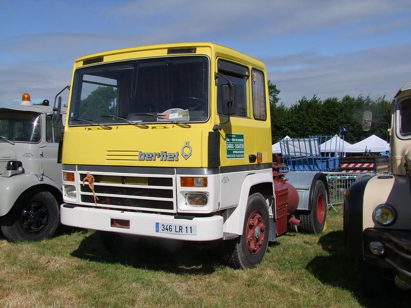 Rassemblement de camions anciens en Normandie 35526889566_1f27f7146b_c