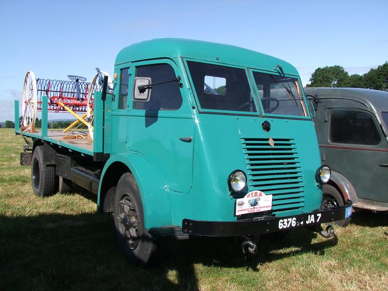 Rassemblement de camions anciens en Normandie 35531488165_97e54938af_c