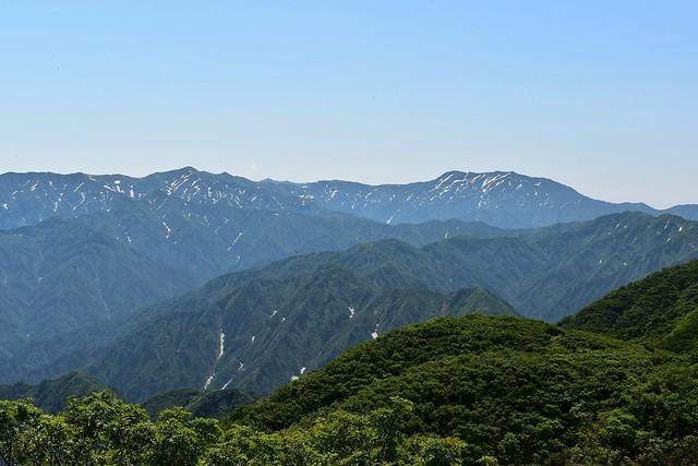 二王子岳からの飯豊山の展望