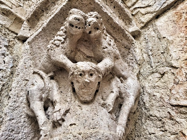 Capitel románico de Sant Julià en Besalú (La Garrotxa)