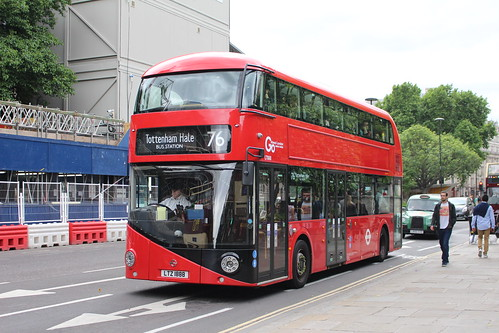 London General LT888 on Route 76, St Paul's