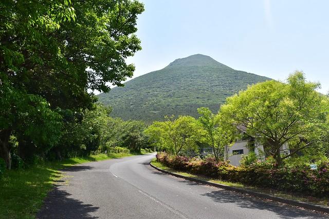 麓の公園から見る開聞岳