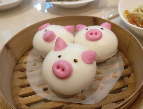 Steamed Molten Salted Egg Yolk Custard Piggy Bun