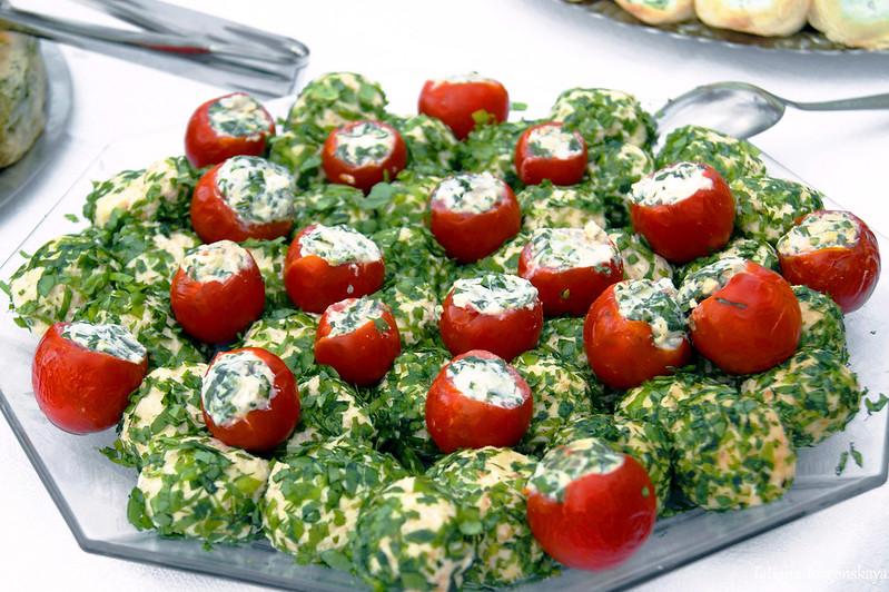Фаршированные томаты черри и сырные шарики