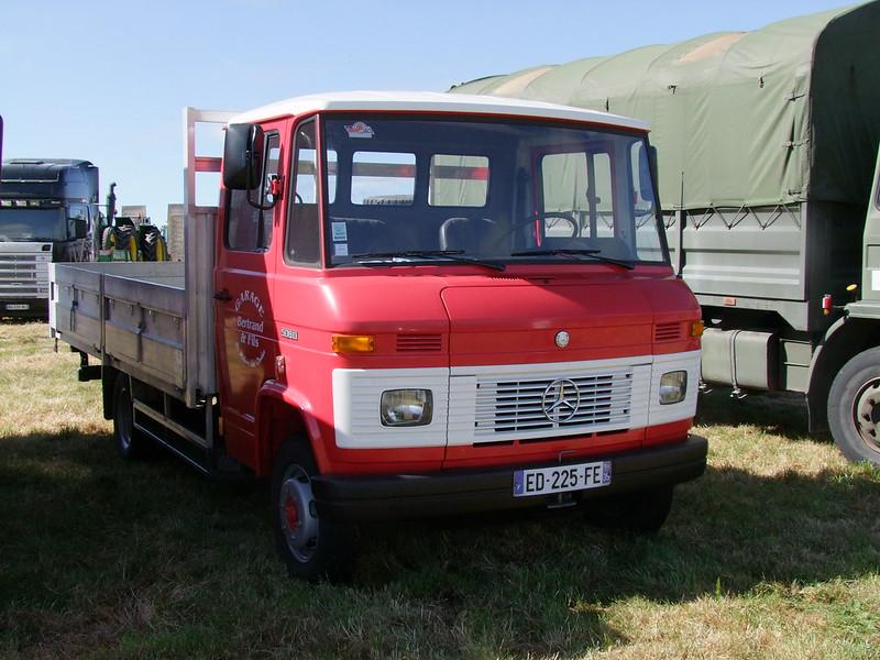 Rassemblement de camions anciens en Normandie 35526898486_65c47ea100_c