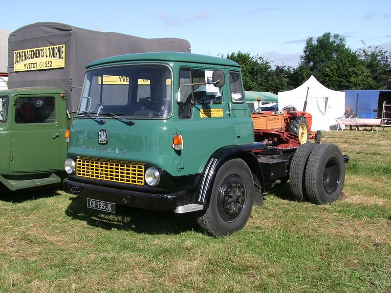 Rassemblement de camions anciens en Normandie 34689109824_ed4e49a8c2_c