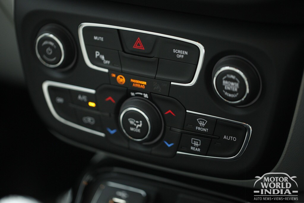 Jeep-Compass-Limited-Interiors (8)