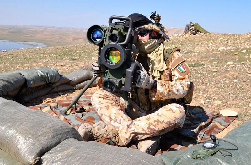 Spike-italian-soldier-near-mosul-c2017-ocg-1