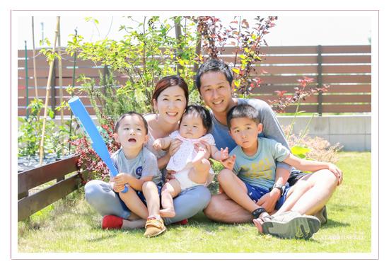 家族写真 年賀状用 服装 スタジオ おしゃれ 口コミ 撮り方 いつがいい? ポーズは特になし 愛知県長久手市の自宅と公園 出張撮影