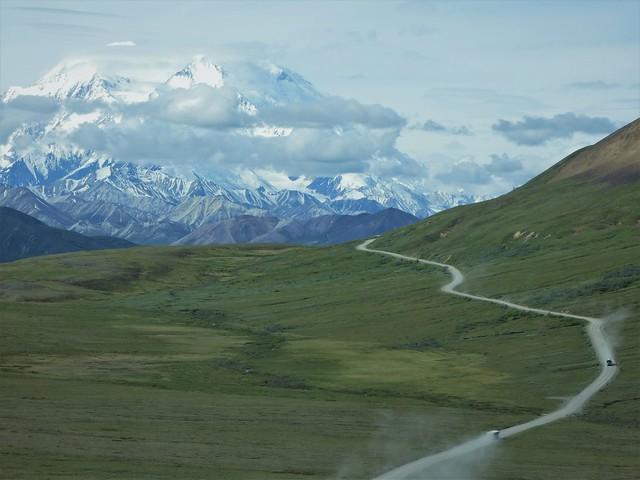 Carretera del interior de Denali con el Mount McKinley de fondo (Alaska en autocaravana)