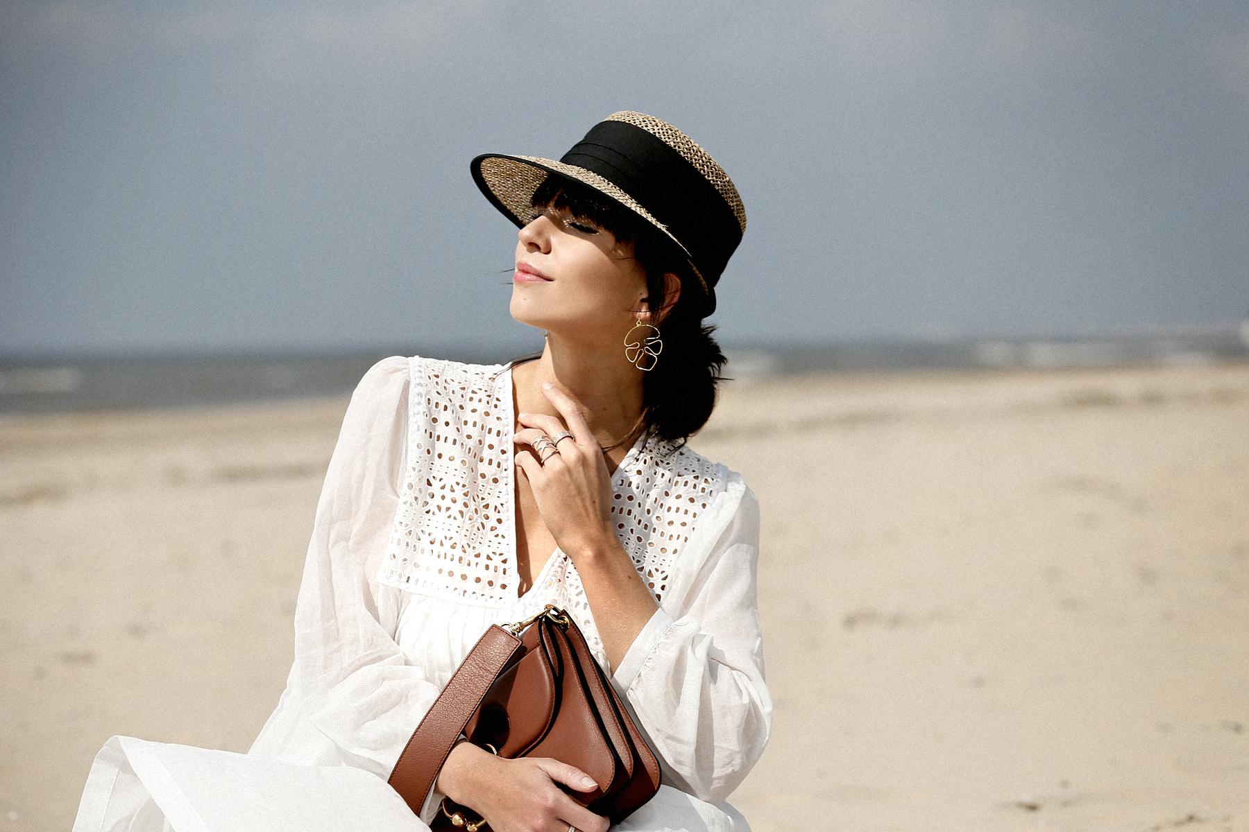 breuninger beach white dress closed j.w.anderson pierce bag straw hat summertime sunshine photography editorial vogue fashionblogger düsseldorf cats&dogs blog ricarda schernus modeblogger 3