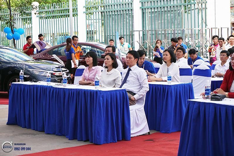 Hinh-01-Volvo-viet-nam-tham-du-hoi-cho-xe-lon-nhat-dong-bang-song-cuu-long