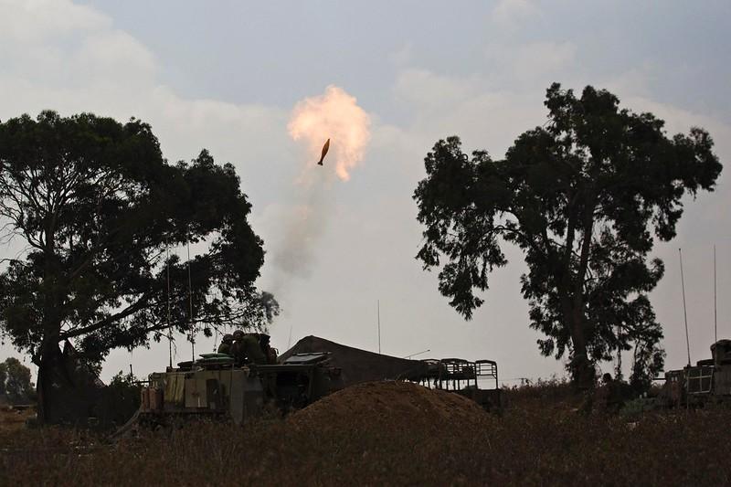 M113-Keshet-fires-gaza-2014-mp-1