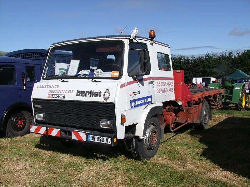 Rassemblement de camions anciens en Normandie 34689034634_af0834fa11_c