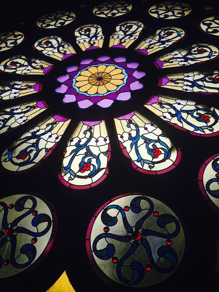 First Unitarian Church的玫瑰窗(圖片取自:First Unitarian Society of Denver 臉書粉絲頁)