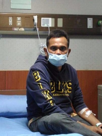 漁工W在醫院待診。(圖片提供:宜蘭縣漁工職業工會)