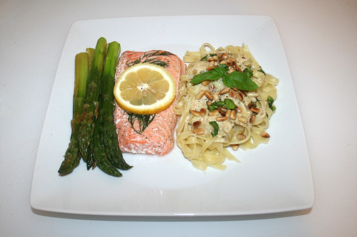 42 - Salmon with green aparagus on tagliatelle with lemon basil sauce - Served / Lachs mit grünem Spargel an Tagliatelle mit Zitronen-Basilikum-Sauce - Serviert