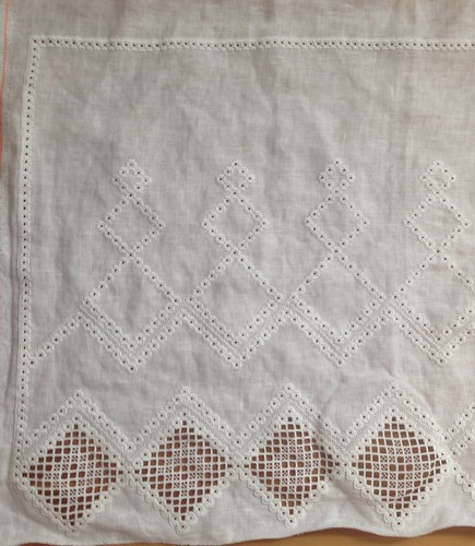 Hardanger curtain - cutwork started!