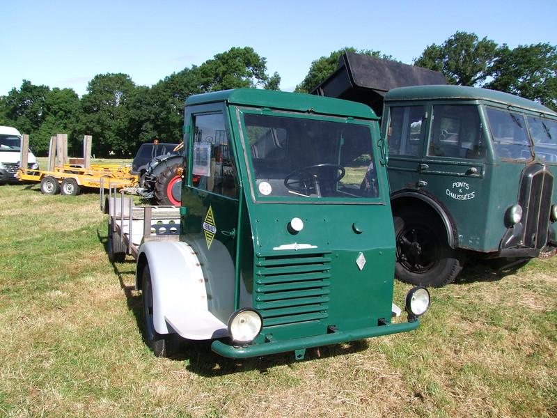 Rassemblement de camions anciens en Normandie 35492515466_1042396aef_c