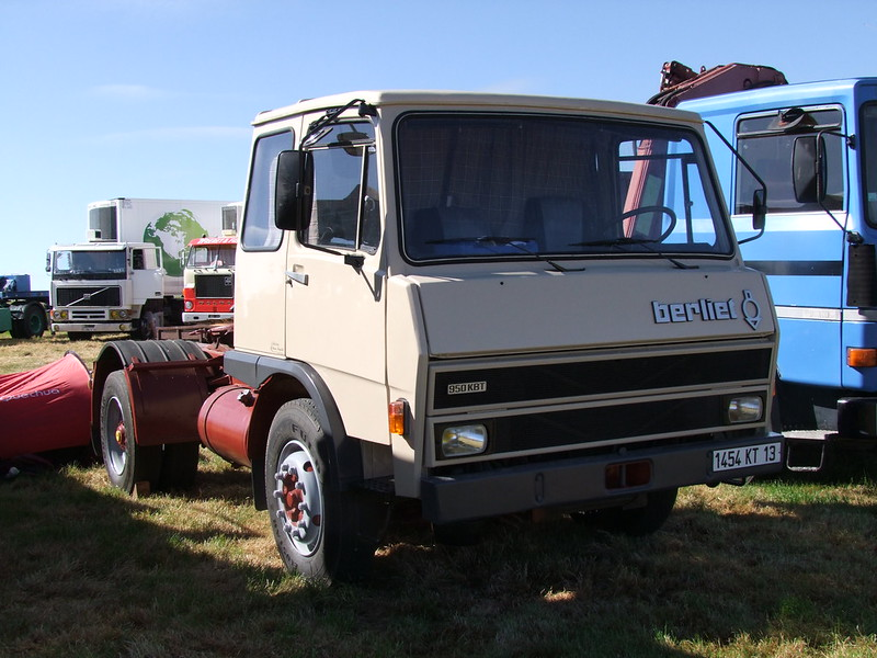 Rassemblement de camions anciens en Normandie 35508491016_0ba429092c_c