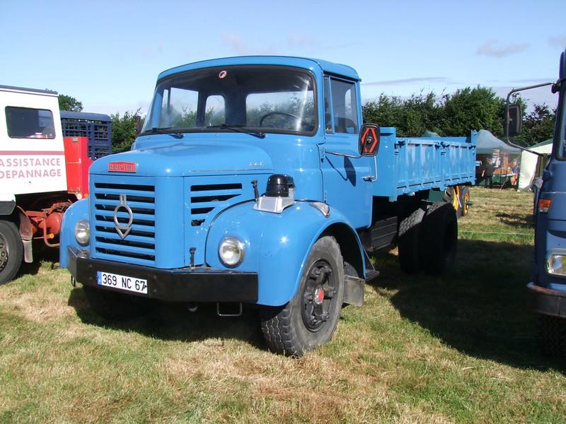Rassemblement de camions anciens en Normandie 35530429495_795bf70ec1_c