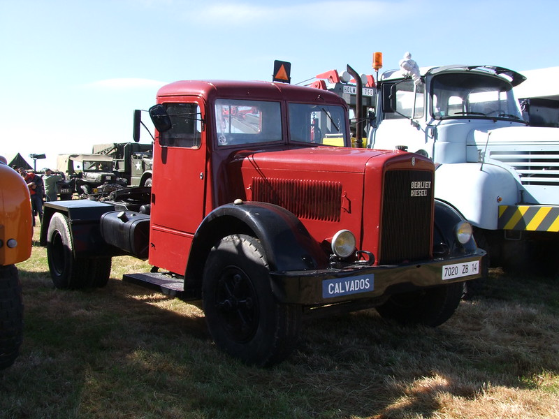 Rassemblement de camions anciens en Normandie 34701490344_6e88a4af38_c