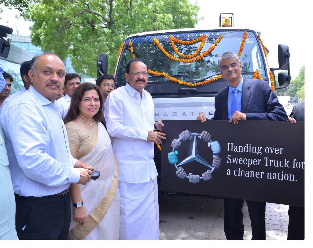 Bharat-Benz-Road-Sweeper-Truck