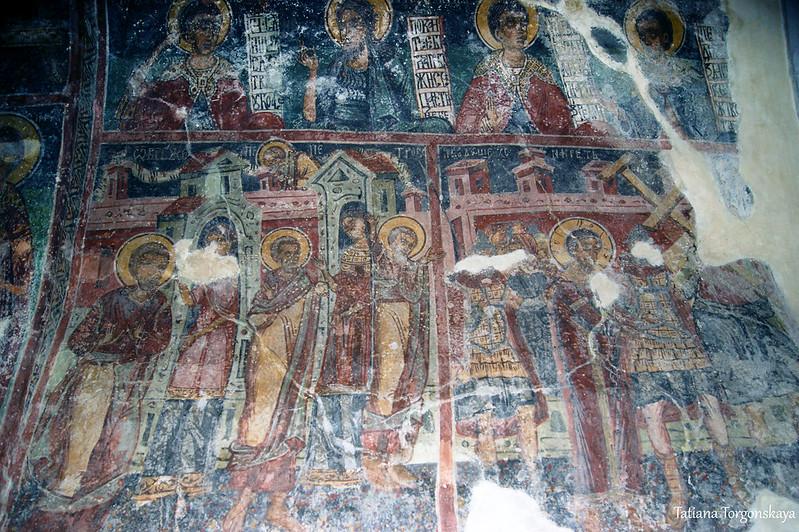 Фрески на стенах храма