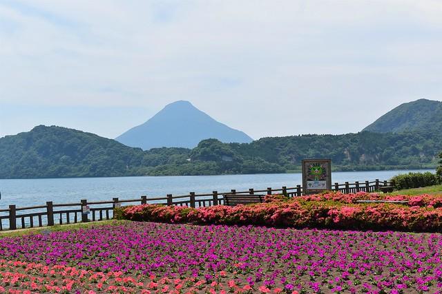 池田湖から見る開聞岳