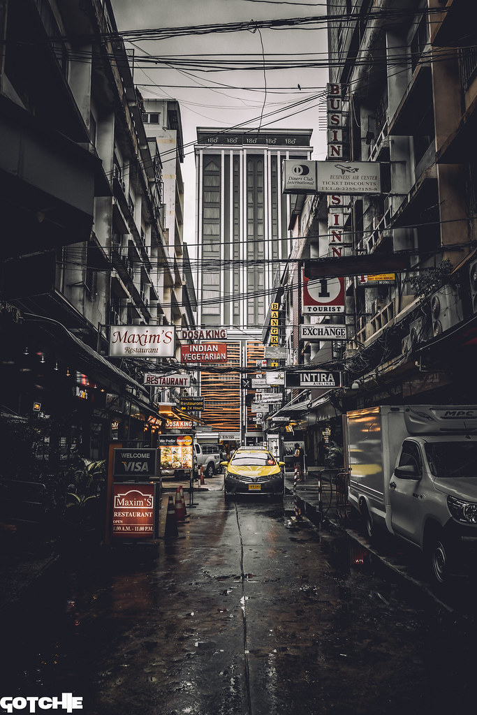 Perspective Bangkok street #sonya6300 #a6300 #a6000 #sonya6000 #sonyalpha #sony #explore #travel #sonyshooter #justgoshoot #sonyalphagang #sonyimage #adobelightroom #sigma #bokehkillers #streetphotography #streetshooter #ishootraw #killeverygram #amazing