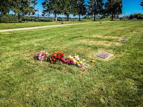 Merline Wright Grave Flowers-007