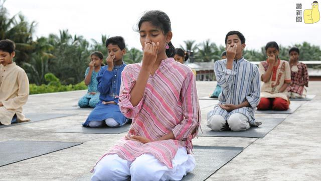 children-doing-kriya_结果