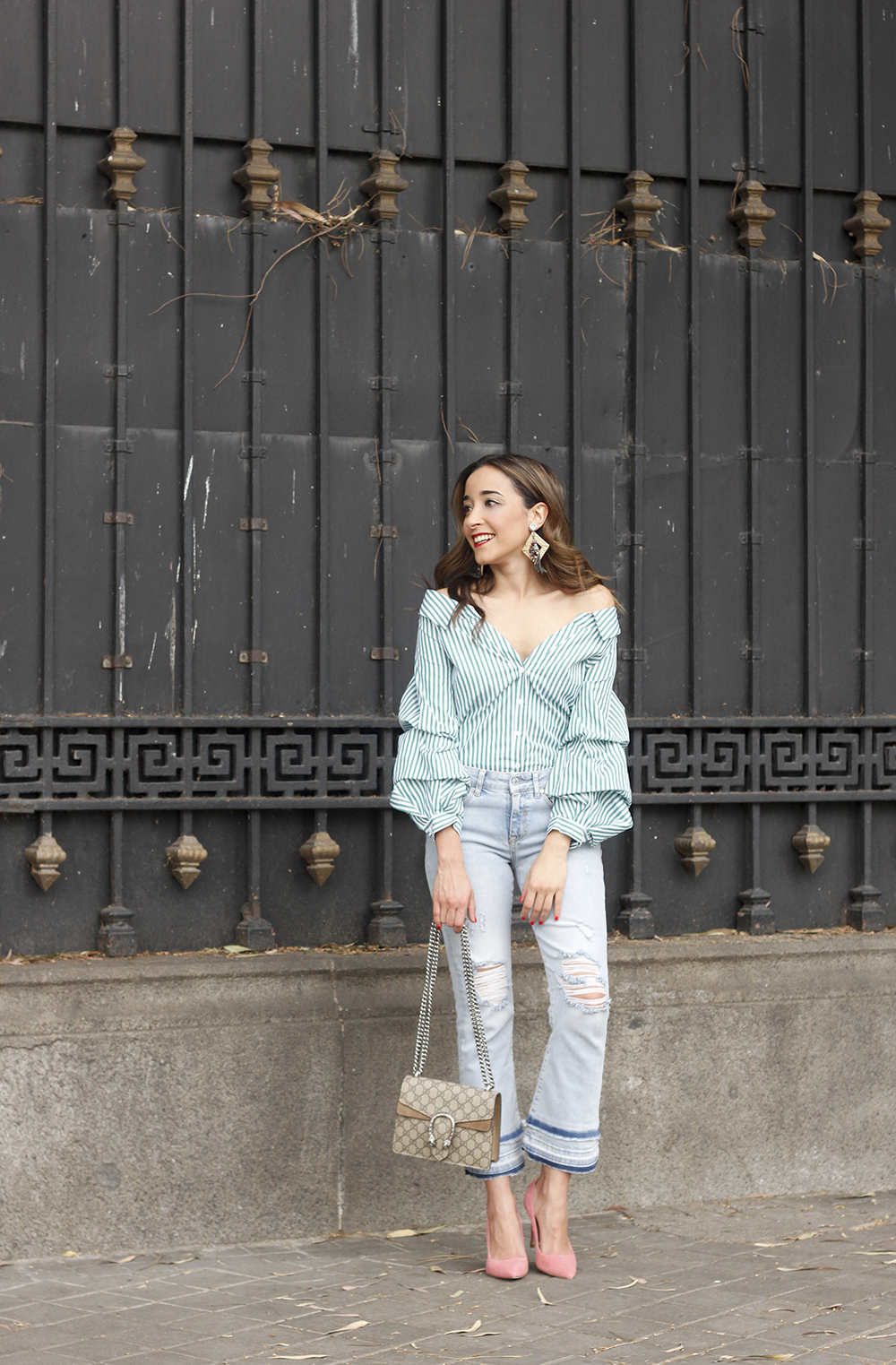 striped shirt jeans gucci bag uterqüe earrings pink heels accessories style outfit04